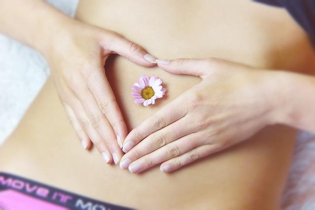 exames ginecologicos mulher com as maos na barriga