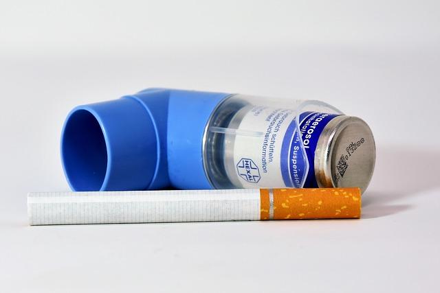 bombinha de asma e cigarro