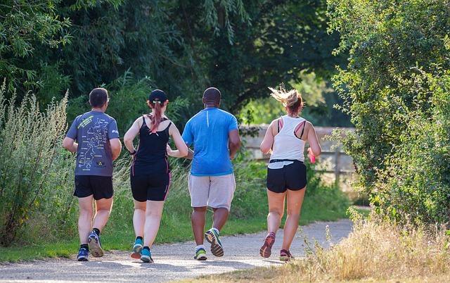 grupo de mulheres correndo