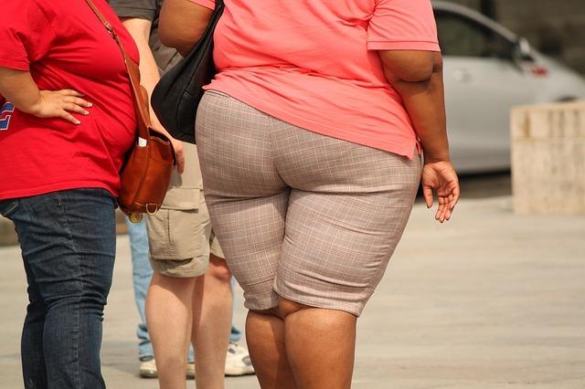mulher obesa de costas