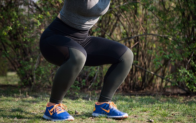 mulher fazendo exercicio para prevenir a obesidade